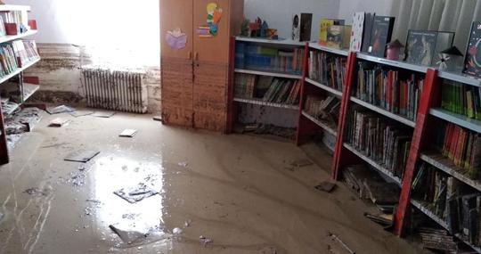 Una de las salas de la biblioteca. El agua superó el metro de altura