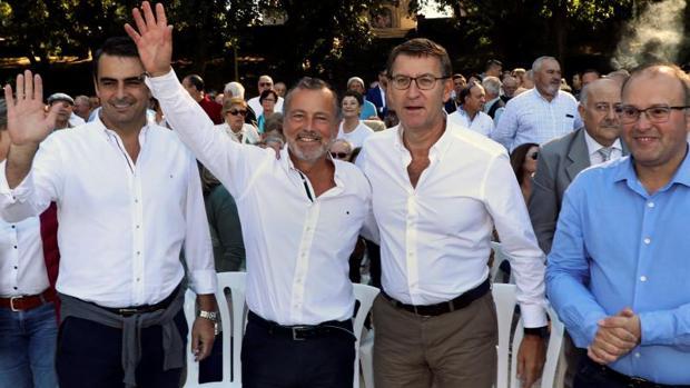 Feijóo y Hernández durante un acto esta mañana en Santiago