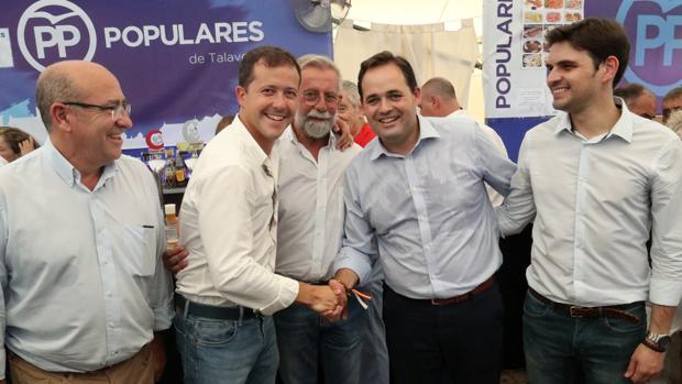 Carlos Velázquez y Paco Núñez han coincidido este sábado en Talavera y se han dado la mano; la procesión va por dentro