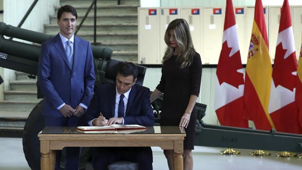 Pedro Sánchez, junto a Begoña Gómez y el primer ministro canadiense Justin Trudeau