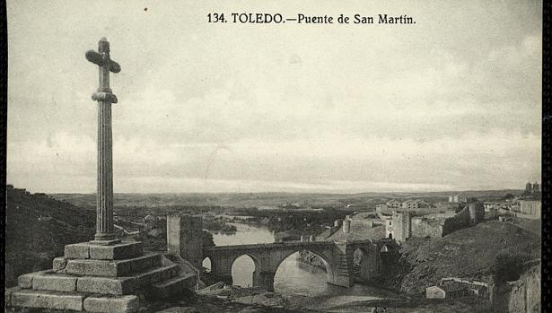 Humilladero de Gutiérrez Tello y puente de San Martín. Postal de Grafos hacia 1929. Archivo Municipal de Toledo