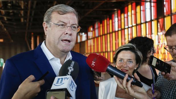 El alcalde de León a punto estuvo de tener que someterse a una moción de censura tras conocerse una conversación en la ofrecía información privilegiada al empresario José Luis Ulibarri