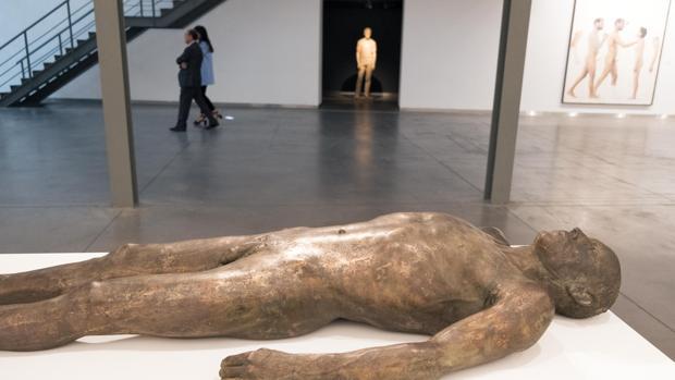 Entre los artistas con obra, Julio y Antonio López, Carmen Laffón o Cristóbal Toral