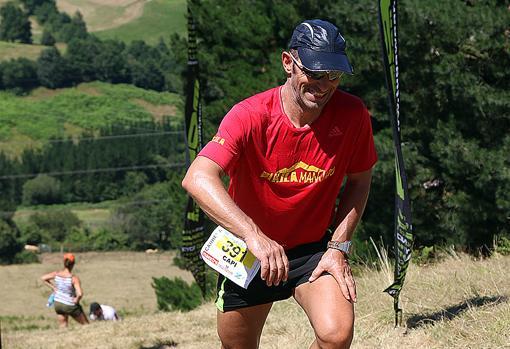 «Capi», en una de las subidas del maratón de Galarleiz, tras su percance