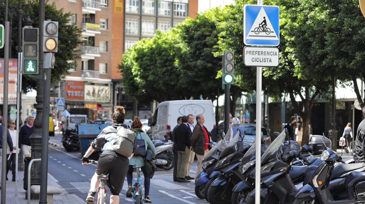 Un ciclista muere y otro resulta herido en sendos accidentes en Valencia
