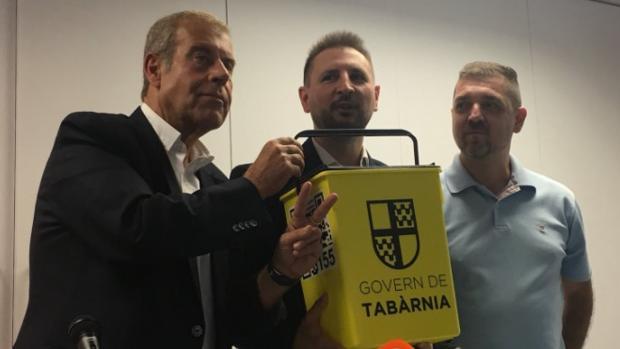 Los impulsores de Tabarnia con las urnas diseñadas para su consulta