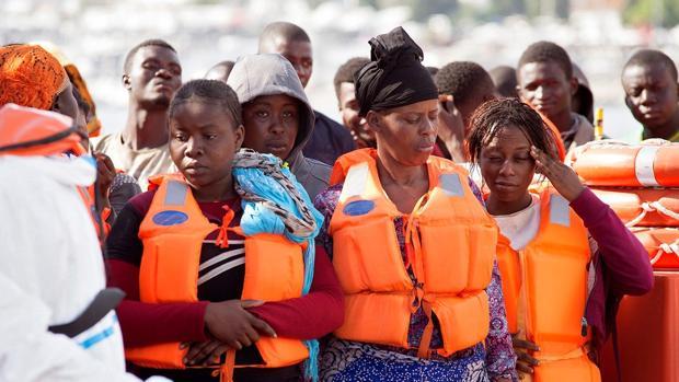 Inmigrantes trasladados al puerto de Motril (Granada) el pasado viernes