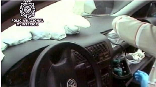 Droga encontrada en el airbag de un vehículo en otra intervención de la Policía Nacional