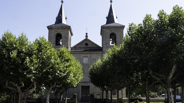 Fachada principal de la Iglesia de San Bernabé, en San Lorenzo de El Escorial