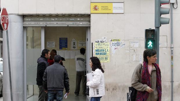 El paro en la comunidad valenciana sube en personas for Oficina del paro murcia