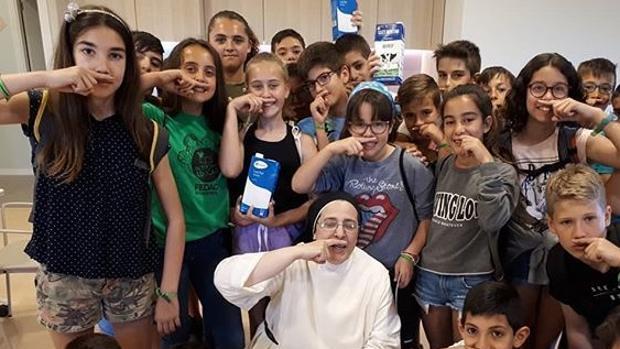 La monja Sor Lucía Caram es uno de los rostros populares que han participado en la campaña