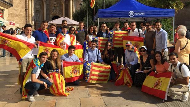 Presentación de la campaña «Trau la Senyera» en el centro de Valencia