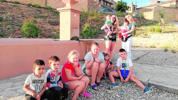La presencia de niños en Arenillas contrasta con la de otros municipios despoblados de la Comunidad