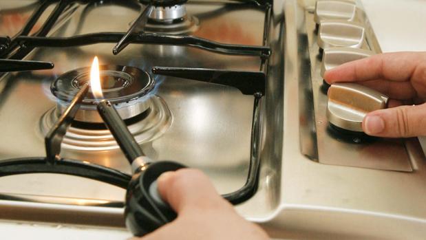 La mujer abrió todos los hornillos y la bombona de gas de la cocina