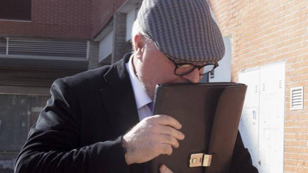 El comisario jubilado José Manuel Villarejo tras salir de un juzgado