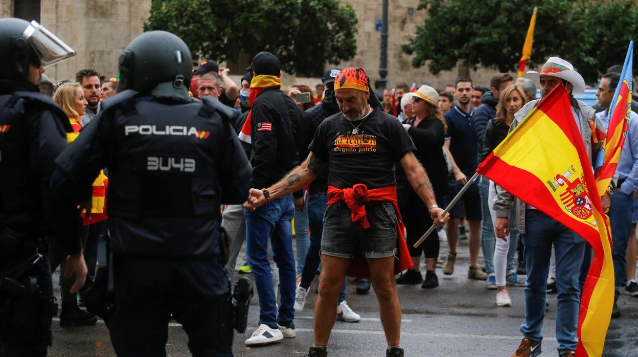 Máxima tensión en la manifestación del 9 d'Octubre en Valencia