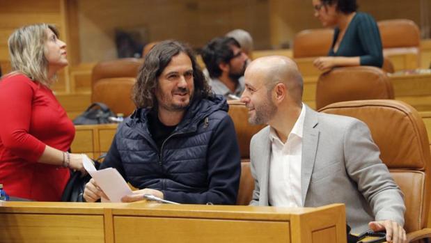 Luís Villares, a la derecha, con Antón Gómez Reino durante el Debate sobre el Estado de la Autonomía