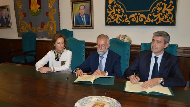 Firma del acuerdo entre Álvaro Gutiérrez y Jaime Ramos
