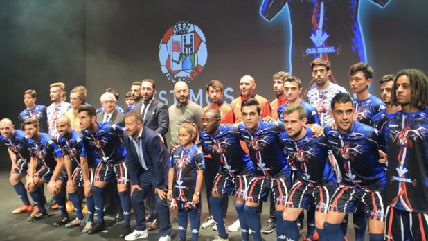 Integrantes del Zamora CF con la nueva equipación