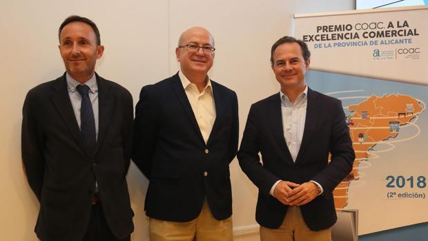 Lafont, Martínez y Castillo, en la presentación del premio