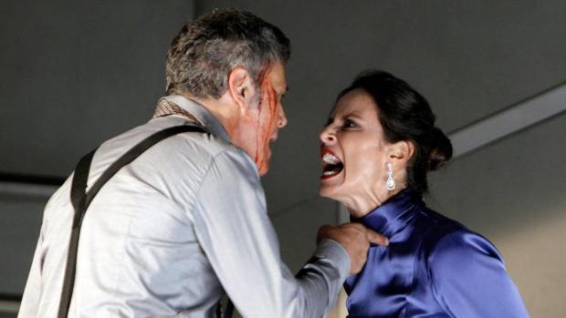 Aitana Sánchez-Gijón con Roberto Enríquez en un momento de la obra