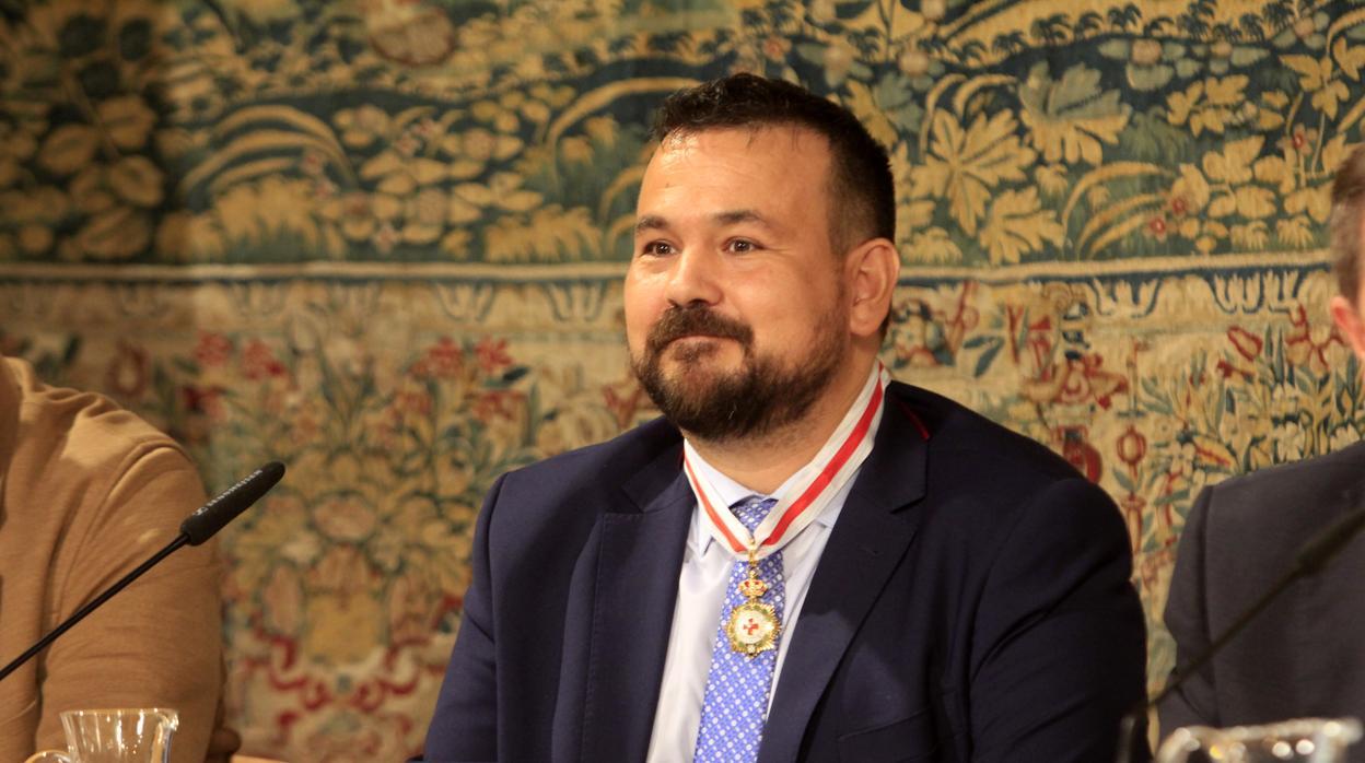 Juan Ramón Amores recibe la Medalla de Oro de Cruz Roja