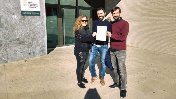 El nuevo alcalde y sus dos compañeros aún concejales de Compromís, en los juzgados con una denuncia contra el anterior alcalde de Benitatxell