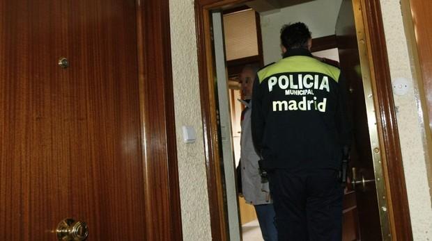 La mujer denunció que un hombre se había metido en su piso y se negaba a salir