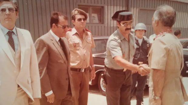El guardia civil García Nieto con Huséin I de Jordania en Lanzarote