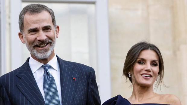 Los Reyes durante su visita a París para la exposición de Miró en el Grand Palais en París
