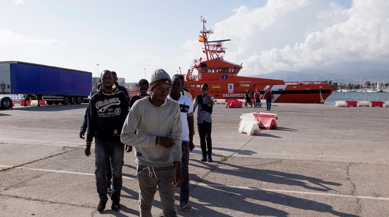 Salvamento Marítimo rescata a 564 personas de once pateras en Alborán