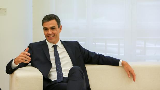 Sánchez advierte con medidas legales después de que el Parlament votase la reprobación del Rey