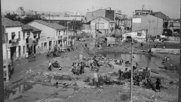 Imagen de los efectos de la riada de 1957 en Valencia