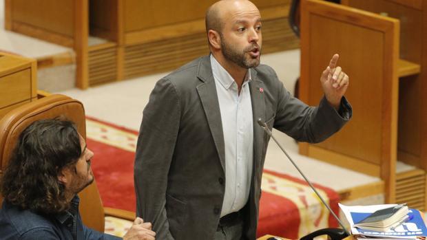 El PP endurece sus ataques a Villares tras la sentencia del TS sobre el eólico