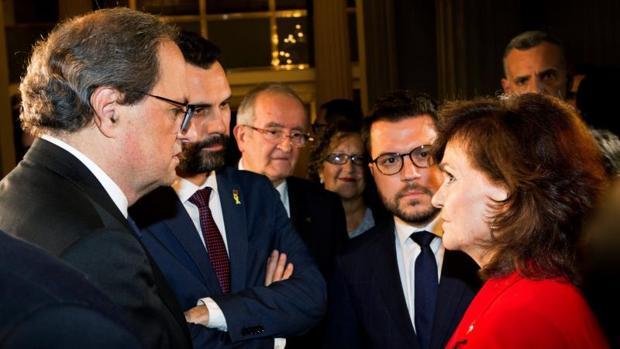 Calvo charla con Torra, Torrent y Aragonés durante una entrega de premios en Barcelona el miéfcoles