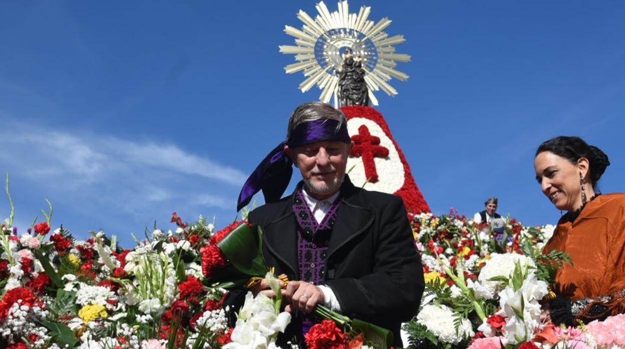 El alcalde Santisteve, tras los abucheos que ha recibido en la Ofrenda: «Entran dentro del cargo»