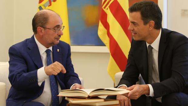Javier Lambán, presidente de Aragón y líder regional del PSOE, durante su reciente reunión con Pedro Sánchez en La Moncloa