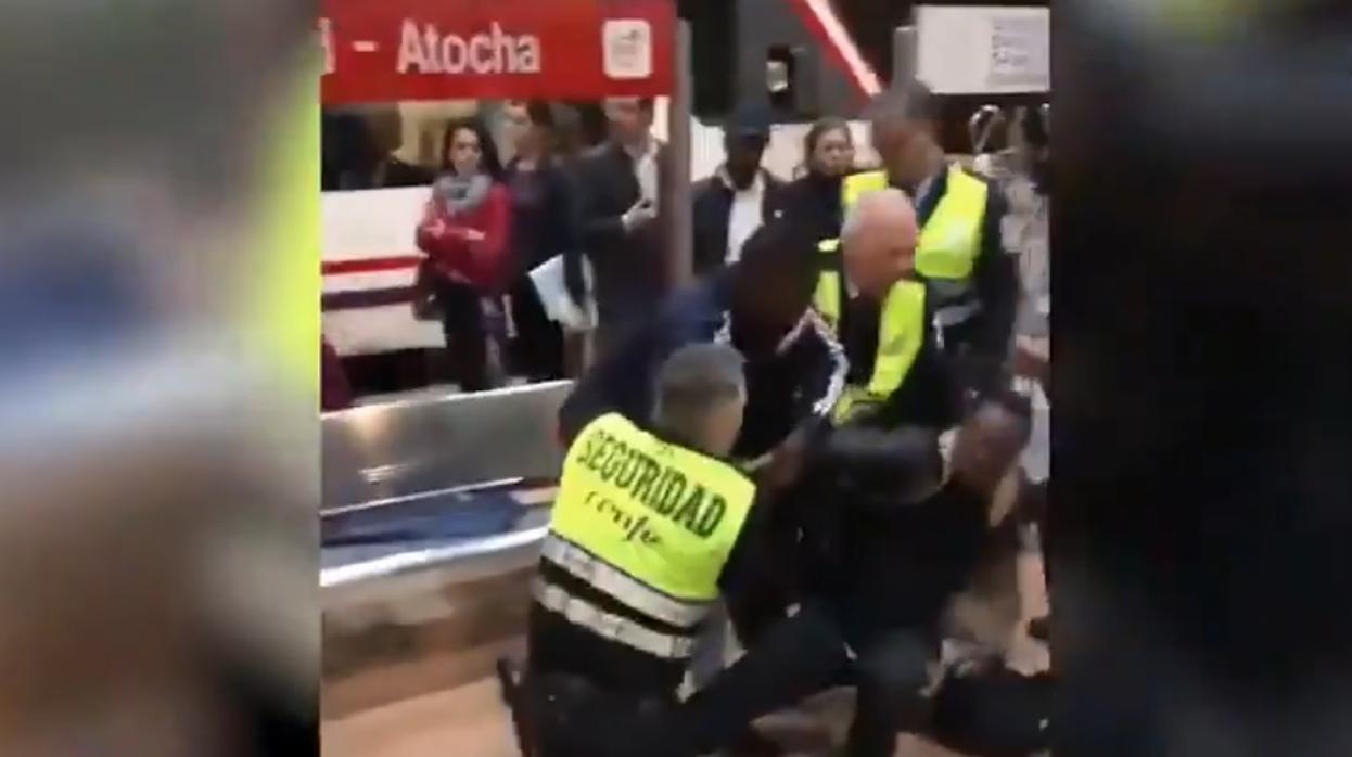 Denuncian una agresión racista por parte de unos vigilantes de Cercanías en Atocha