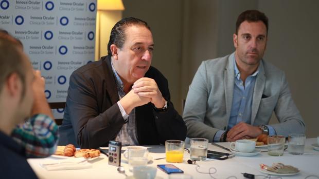 El oftalmólogo Fernando Soler, ofreciendo información sobre la visión en Elche este jueves