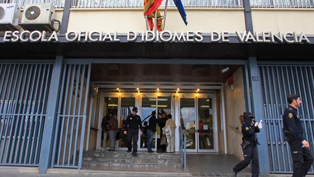 Entrada de la Escuela Oficial de Idiomas de Valencia
