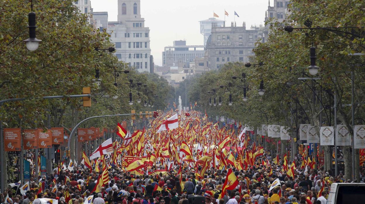 El constitucionalismo reivindica la hispanidad de Cataluña y la figura del Rey en el 12-O
