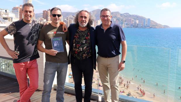 Teo Cardalda, Luis García, Xavier Valiño y Toni Pérez, en Benidorm en la presentación del libro sobre Golpes Bajos