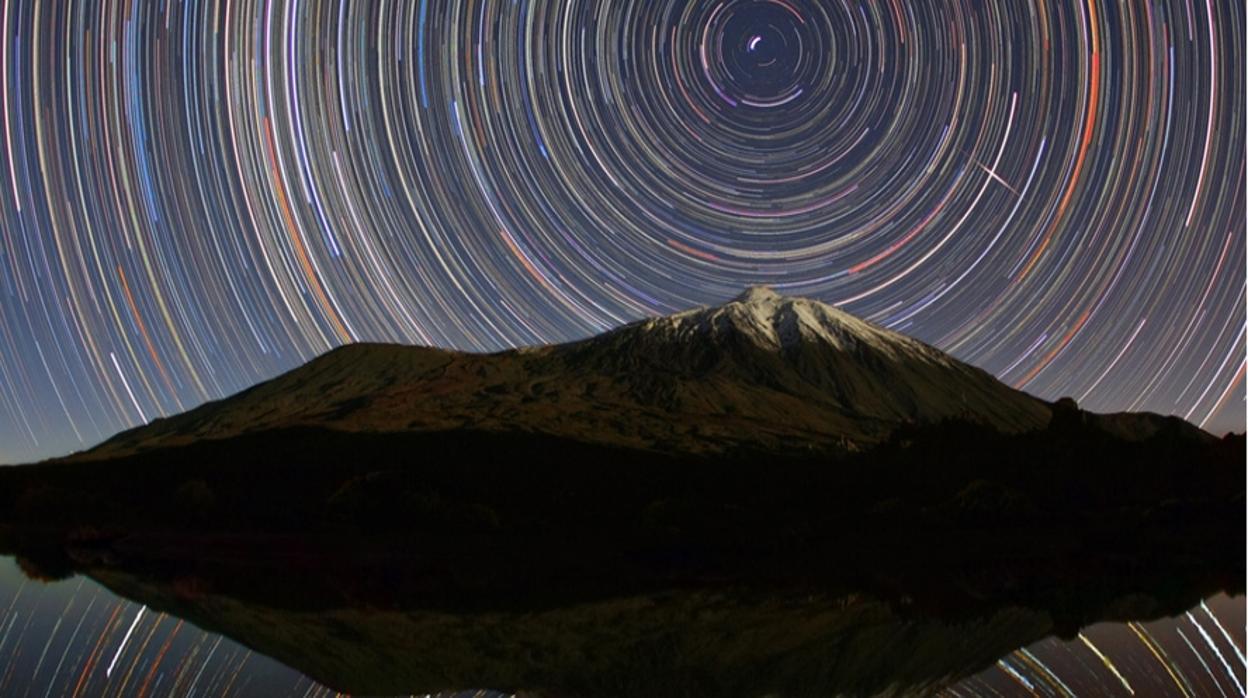 Esta bellísima foto del Teide que recuerda la fragilidad del cielo de las islas