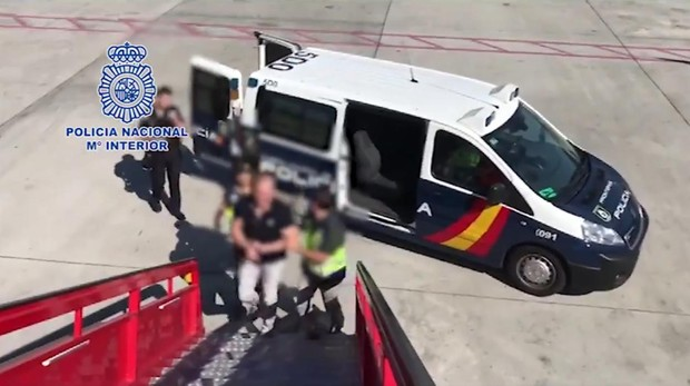 El líder de la banda, en el momento de su arresto y traslado a Las Palmas