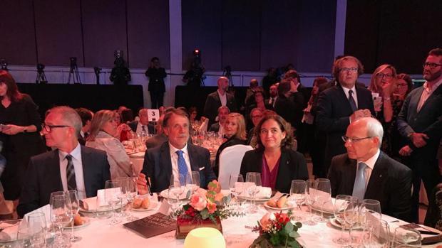 Mesa presidencial: de izq. a der.: Guirao, Crehueras, Colau y Montilla