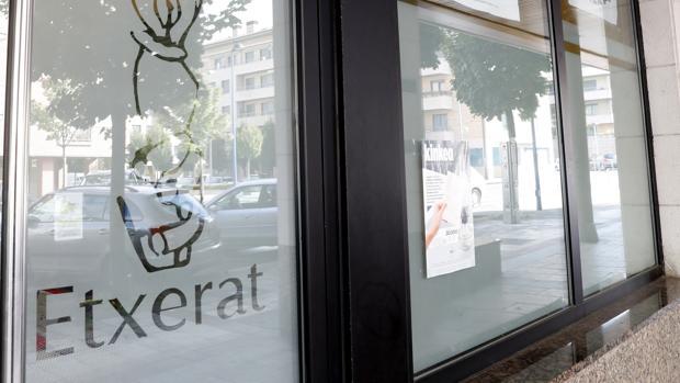 La Guardia Civil ha detenido en Hernani al etarra cuando salía de la sede de Etxerat (en la imagen)