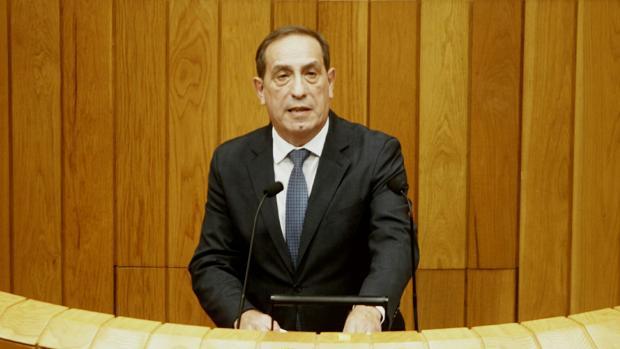 El conselleiro de Facenda, durante su intervención en el pleno del Parlamento