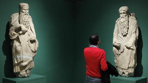 Las estatuas de Abraham e Isaac, durante la exposición del Museo del Prado en 2017