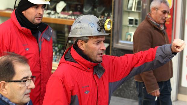 Mineros aragoneses durante una manifestación para protestar por el cierre de minas