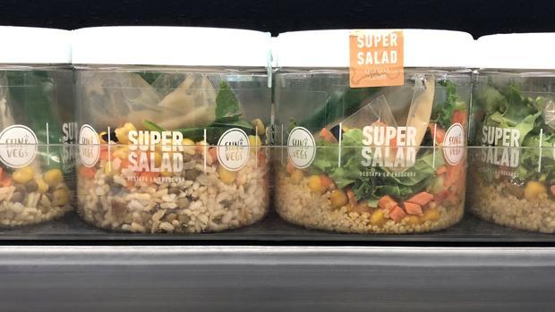 Imagen de las «Supersalads» en uno de los linales de Mercadona
